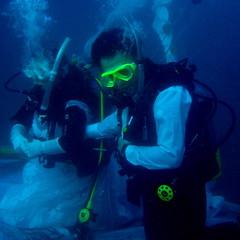 #063 Wakako & Yōhei's underwater wedding