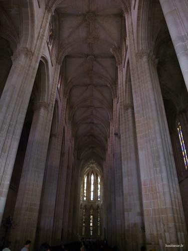 Nave central da igreja gotica