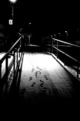 -footprints- (maru.b5) Tags: bw station night pentax k5