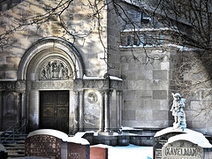 The Crypt Woodland cemetary (Bill Pawlitzki) Tags: winter snow cemetery photo nikon flickr stones tomb kitchener most ever crypt viewed 8800 spookie