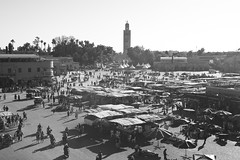 Jemaa el-Fnaa (Bahanick (Nxt Up: Manu, Per)) Tags: africa camera original light art colors up look composition contrast dark for reflex raw foto with arte desert bright image ben good african north picture shapes maroc saturation atlas marocco marrakech su visual emotions per curiosity colori essaouira con luce ait nord fes forme volubilis meknes sensation riflesso moschea tannery composizione scuro sensazioni immagine emozioni chiaro tonality visivo addou moullay iddriss
