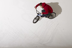 John Mini - StudioA Toulouse - Cyclo Ride (Seb Huruguen) Tags: shadow red white france bike bicycle canon john studio french eos 50mm high bmx shoot ride f14 flash 4 cable mini tires hasselblad 7d shooting sync usm seb toulouse curve 31 ef vlo cyclo stunt studioa stunts unseen pneus sbastien fronton courbe strobes flashs dlite a strobist moldavie etpa dlite4 huruguen wwwhuruguenfr moldave