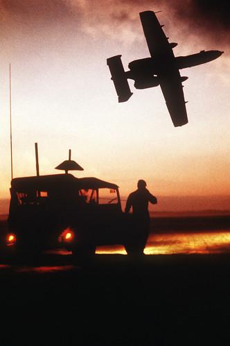 フリー写真素材, 乗り物, 航空機, 攻撃機, A- サンダーボルトII, アメリカ空軍, シルエット,