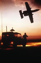 [フリー画像] 乗り物, 航空機, 攻撃機, A-10 サンダーボルトII, アメリカ空軍, シルエット, 201102202300