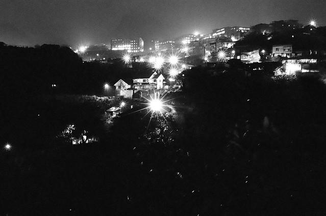 下大雨的夜景
