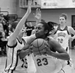 Lady Grizzlies Cruise to RMAC Semifinals