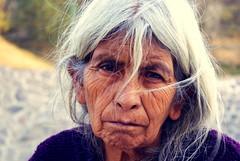 Mirada de cholula (David A Córdova M) Tags: old portrait woman face look mexico photography photo eyes foto shot retrato sony cara picture abuela ojos fotografia alpha cholula puebla amateur mirada abuelita rostro visage cabello canas viejita expresion arrugas señora davidcordova deividcordova