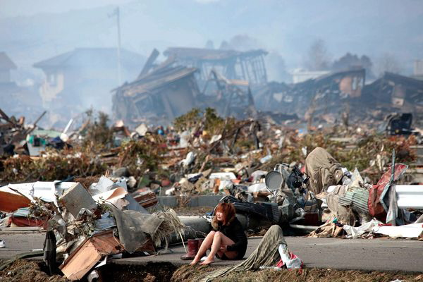 japan-earthquake-tsunami-nuclear-unforgettable-pictures-crying_33278_600x450@640