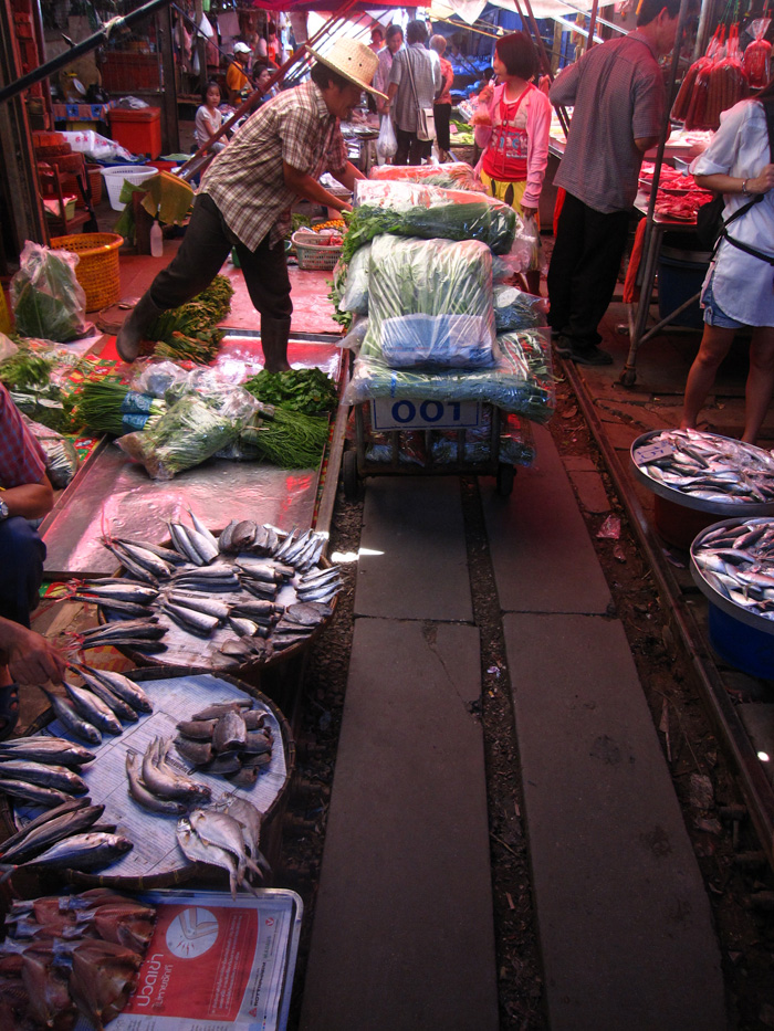 5540649800 7ca5065906 o Maeklong Train Market   The Worlds Most Dangerous Market