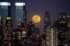 | Super Moon Over NYC | (SOBPhotography) Tags: nyc newyorkcity moon night clear moonrise bigapple supermoon