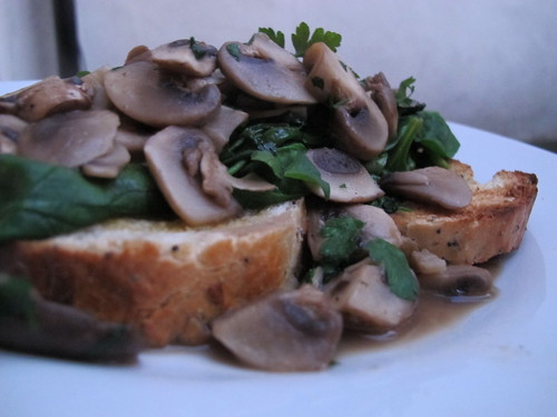 Mushrooms on toast with parsley & spinach