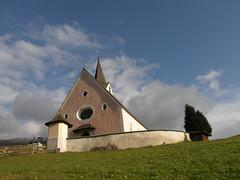 chiesetta a Rodengo (otorongo61) Tags: italien italy church berg montagne italia olympus chiesa montagna altoadige passeggiata prati sudtirol sudtyrol kierche sp550