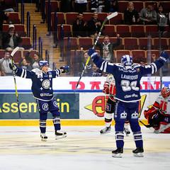 Maljubel for Leksands IF (Michael Erhardsson) Tags: leksand lif leksands if shl 2016 ishockey hockey sport tegera arena hk rebro hemmamatch marcus lauridsen 20161001 johan porsberger mlskytt jubel mljubel