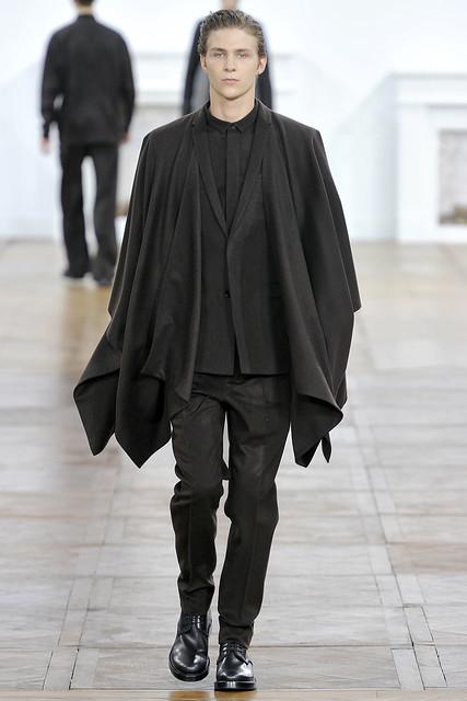 FW11_Paris_Dior Homme009_Clinton Weber(VOGUEcom)