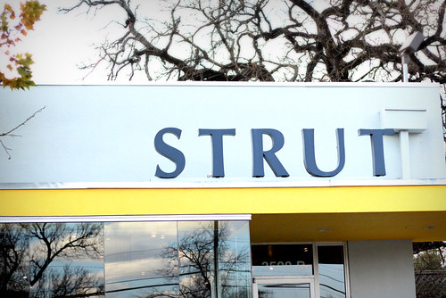 strut_sign