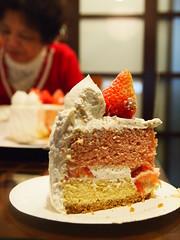 (ChihPing) Tags: birthday home cake digital pen lite temple hotel zoom taiwan olympus gourmet deli taipei kit sheraton    zuiko  43  thedeli   2011 m43  1442  fourthird 1442mm    epl1 microfourthird
