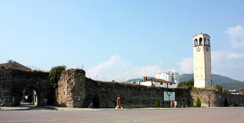 Torre del Reloj y murallas de Elbasan