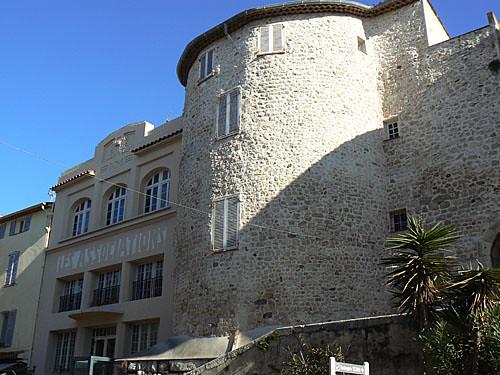 façade vieil Antibes.jpg