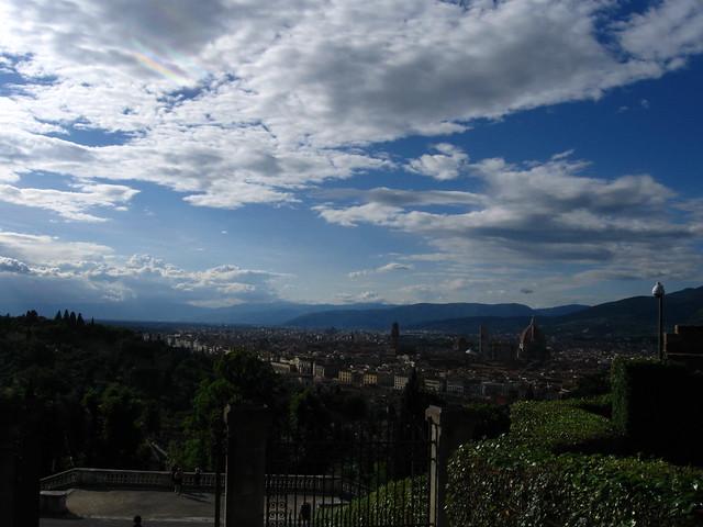 フィレンツェの大聖堂と周辺の街のフリー写真素材