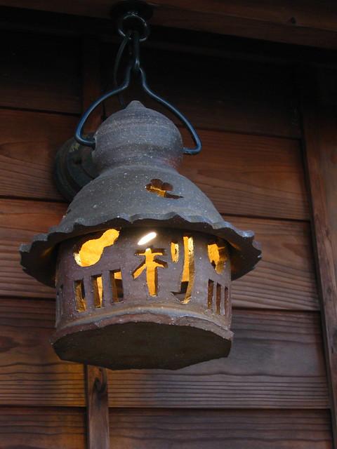 小さな石灯籠のフリー写真素材