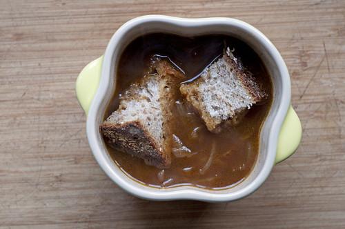 never} homemaker: Very Vegan French Onion Soup