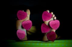 Sleep Forever... 06/52 (Jrmie Le Guen) Tags: pink light france feet colors rose night 35mm french foot bed nikon colours darkness heart lumire bordeaux coeur valentine sombre lit nikkor today pieds nuit clair valentinesday afs dx obscur saintvalentin aquitaine d3000 nikonfrance f18g leziwok jrmieleguen