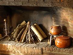 Cocina tradicional (Javier Garcia Alarcon) Tags: cocina bodegn barro chimenea puchero bodegones pucheros cacerolas pucherodebarro pucherosdebarro