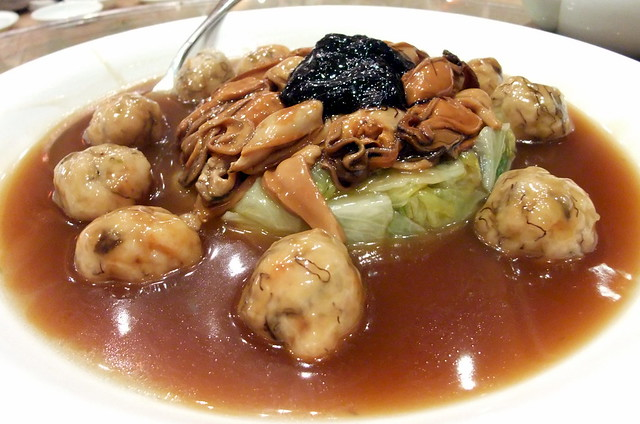 Braised Cabbage with Lion's Head, Dried Mussels and Mushrooms