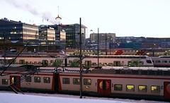 IMG54429. Helsinki station (Timo-Pekka Heima) Tags: winter station train finland helsinki helsingfors talvi vr ilta tlnlahti juna commutertrain sm4 helsinginrautatieasema rjuna