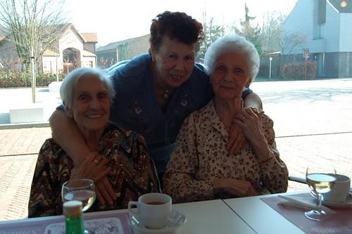 drie lieftallige dames in LDC Zonneheem