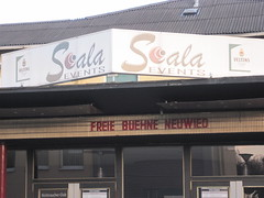 Die Freie Bühne Neuwied ist im alten Scala-Kino zu Hause (wasgehtko) Tags: norway chat theater probe internet norwegen boris scala today tod weber freie freiheit bühne schauspieler neuwied selbstmord jugendlicher regisseur