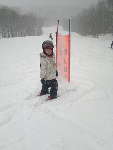 On ne voit pas les skis! by ngoldapple