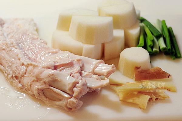 白蘿蔔牛筋燉煮的食材