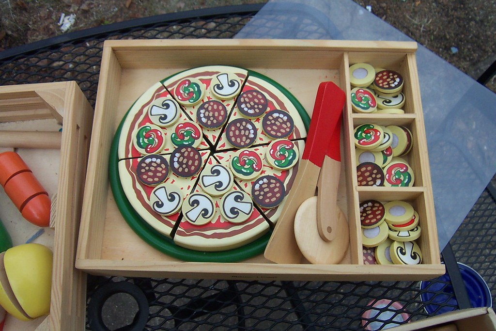 wooden pizza toy