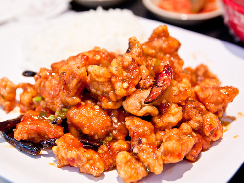 Khan poong gi (fried chicken w/garlic sauce)