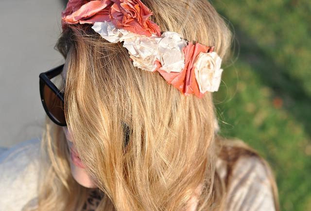 hair, waved hair, headband, silk flowers necklace worn around head, DSC_0232