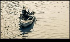 pescando en kuching (www.infografiagijon.es) Tags: rio canon river fisherman asturias sarawak malaysia borneo gijon kuching xixon pescador markii malasia asturies infografia astur malasya eos5d hernancad wwwinfografiagijones