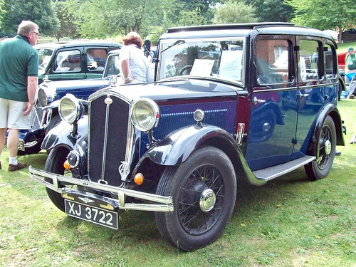 9 Wolseley Hornet Saloon (1932)