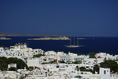 Chora (L'Orso Sul Monociclo) Tags: travel blue sea panorama white holiday water windmill landscape boat barca mare view floating boa greece grecia journey acqua viaggio chora paesaggio mykonos vacanz