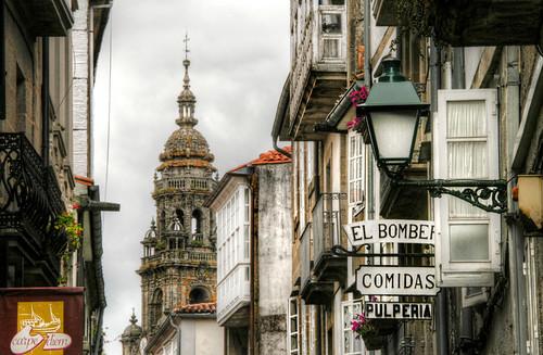 Street and tower. Santiago de Compostela. Calle y torre