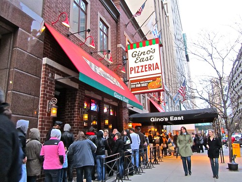 Gino's East, Chicago, pizza