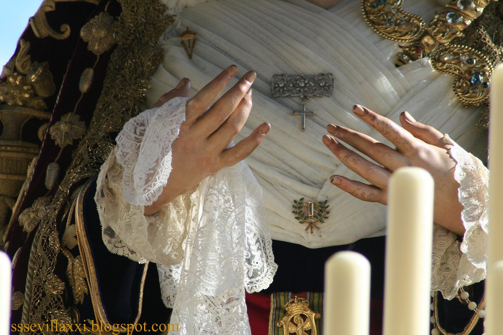 Manos de la Virgen de la Victoria. Sevilla. Jueves Santo 2010