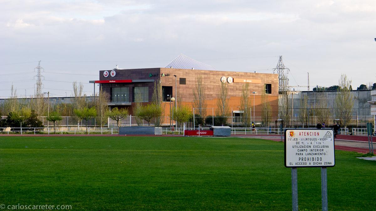 Estación de Miraflores desde los campos de deportes de la Granja