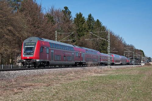 218 466 schiebt den Sonderzug aus dem Hp Fasanenpark. Die Fans haben den Zug kurz zuvor verlassen.