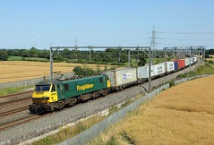 90046, Lichfield, 19 July 2016 (Mr Joseph Bloggs) Tags: lichfield freightliner freight cargo merci train treno railway railroad intermodal container felixstowe ditton 90 90046 046 wcml west coast main line tamworth