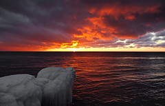 Lake Michigan in Winter (Happyhiker4) Tags: lakemichigan iceberg icebergs pointbetsie marklindsay youmakemyofficefeellikeaprison icehugger