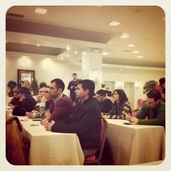 El publico atento a la ponencia de @alabrisa MUY interesante!!! ?