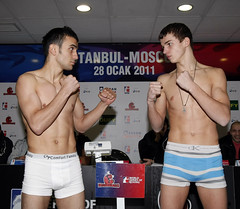 27/01/2011 Weigh In Istanbulls v Moscow Kremlin Bears (World Series Boxing) Tags: turkey boxers istanbul boxing tr boks istanbulls kremlinbears mehmettopcakan presentationoftheworldseriesofboxingistanbul weighingceremony grigoriynikolaychuk