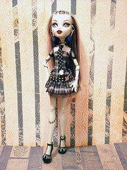 Frankie Loves Stripes 2 (mazouko) Tags: doll dolls mattel frankiestein monsterhigh watzit