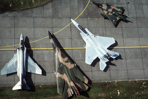 [フリー画像] 乗り物, 航空機, 戦闘機, 爆撃機, F-4 ファントム II, F-111 アードバーク, F-15 イーグル, ミラージュ2000, 201102172300